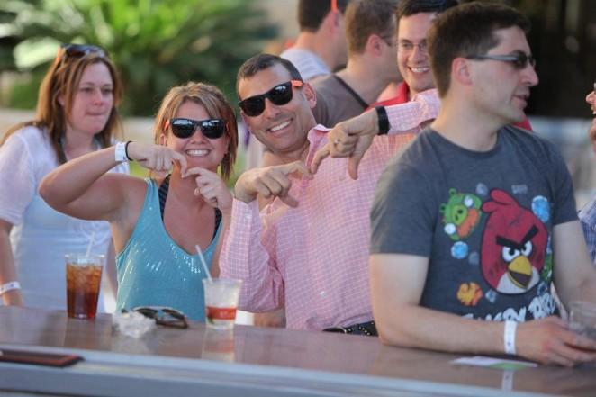Sherrie Rhode und Bob Schwartz bei der Magento PreImagine Community Pool Party