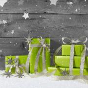Weihnachtsgeschenk in grün verpackt als Weihnachtsgutschein