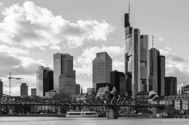 Frankfurt Skyline und Eiserner Steg