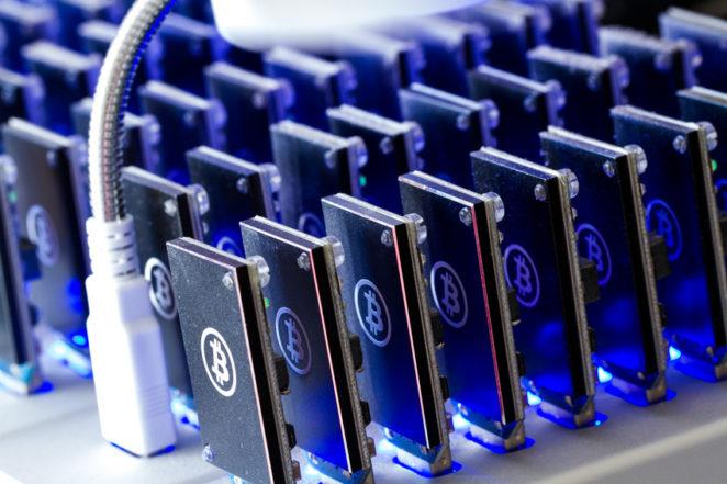 Bitcoin Mining USB Devices mit kleinen Ventis - Bild von arinahabich.