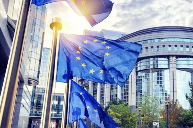 EU Flaggen europäisches Parlament Brüssel